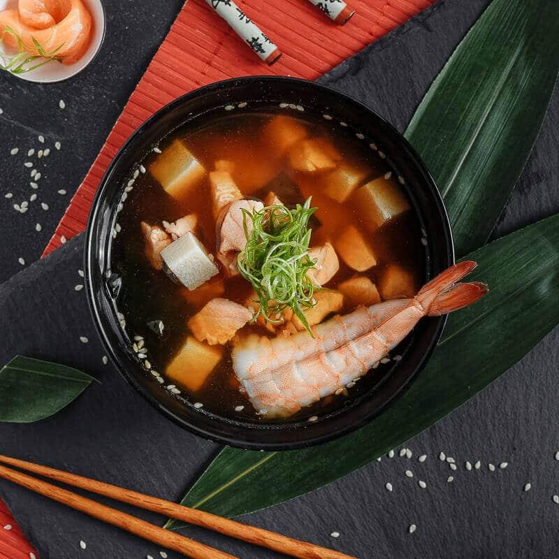 Мисо-суп с лососем и креветкой